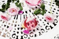 優雅な時間、ローズを楽しむひととき - 神戸布引ハーブ園 ハーブガイド ハーブ花ごよみ