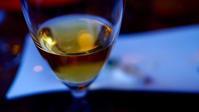 ワイングラスの向こうで - Paesaggio visto dal mirino della fotocamera