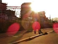 藤田八束の鉄道写真@東海道本線が町中を走る、西宮市の中央を横に走る貨物列車と元気な子供達 - 藤田八束の日記