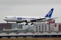 出張で福岡へ その3 STAR WARS ANA JETのアプローチ&タキシング - 南の島の飛行機日記