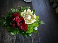 母の日にアレンジメント。「斬新な感じ」。釧路市春採に発送。2019/05/12着。 - 札幌 花屋 meLL flowers