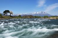 みちのく葛根田川と岩手山に桜 - みちのくの大自然