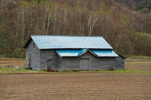 青い屋根の納屋 - inside out