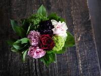 母の日のアレンジメント。「赤やピンク系で上品に」。平岡6条にお届け。2019/05/12。 - 札幌 花屋 meLL flowers
