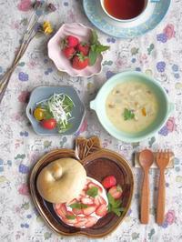 ベーグルいちごサンドの朝ごはん - 陶器通販・益子焼 雑貨手作り陶器のサイトショップ 木のねのブログ
