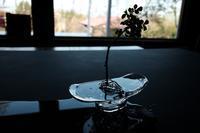 手に持つ花器。 - glass cafe gla_glaのグダグダな日々。