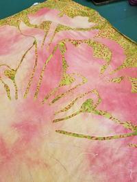 バティック布にリリー💕 - takakomamaのキルトパラダイス