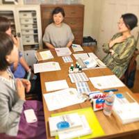 「刺繍教室 de ホメオパシー講座 第2期(3)」開催しました。と、今日の琥珀。 - 浜松の刺繍教室 l'Atelier de foyu の 日々