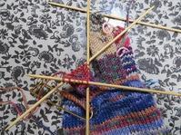 手袋、石畳編みと交互に編んでいます。 - あれこれ手仕事日記 new!