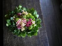 5/15に10周年の、新琴似5条のベーグル&ドーナツのお店にアレンジメント。「可愛らしく、可憐に」。2019/05/14。 - 札幌 花屋 meLL flowers