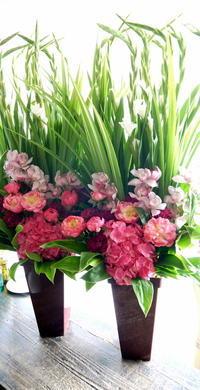 ご葬儀にアレンジメント。一対で。豊平4条の斎場にお届け。2019/05/15。 - 札幌 花屋 meLL flowers