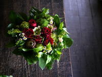 お誕生日の女性へのアレンジメント。「赤系」。2019/05/15。 - 札幌 花屋 meLL flowers