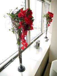 定期的にお取替えしている「歯科 おいしい幸せ」さんのアーティフィシャルフラワー(造花)ディスプレイ。2019/05/15。 - 札幌 花屋 meLL flowers