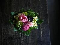お供えのアレンジメント。「淡ピンク系、バラも可」。宮の森1条にお届け。2019/05/17。 - 札幌 花屋 meLL flowers