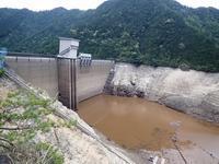 貯水率0%に近づいた宇連ダム - 弓張放浪