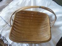 竹籠の修理 - 布とお茶を巡る旅