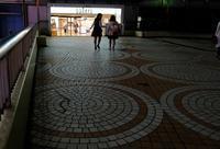 新宿西口夜の足下 - 東京雑派  TOKYO ZAPPA