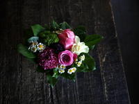 あえて遅れての母の日にアレンジメント。「白~ピンク系」。網走市潮見に発送。2019/05/19着。 - 札幌 花屋 meLL flowers