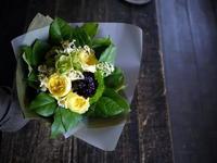 お誕生日の女性への花束。「黄色系」。南7西4スペースアートスタジオにお届け。2019/05/19。 - 札幌 花屋 meLL flowers