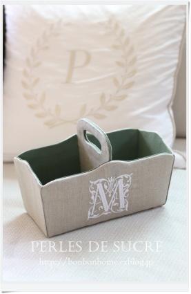 自宅レッスントリクリエール・ア・スフレ(A4)マガジンラック仕切り付きのバスケット紅茶入れの箱お家型のマスクケース - Perles de sucre