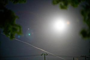 月と木星と飛行機雲 - inside out