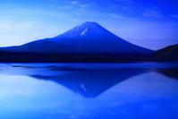 令和元年5月の富士(17)本栖湖の蒼き富士 - 富士への散歩道 ~撮影記~