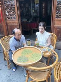 茶農家さんで龍井茶🌱 - お茶をどうぞ♪