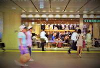 街角スナップ・ 東京八王子駅構内 - Starbacks前 - 天野主税写遊館