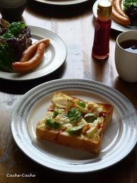 やまや醤でピリ辛♪ 筍とそら豆のチーズトースト - Cache-Cache+