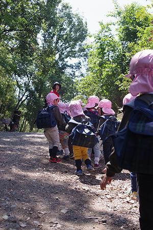 年少組遠足 うめ組・もも組 森のおさなご広場。ー終ー - 陽だまりの小窓 - 菊の花幼稚園保育のようす