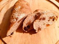くるみとレーズン、マンゴーのライ麦パン - みーこの日記