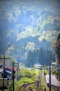 山間の初夏 - 片眼を閉じて見る世界には・・・。
