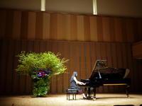 札幌コンサートホールKitaraでのピアノリサイタルのステージ装花。2019/05/25。 - 札幌 花屋 meLL flowers
