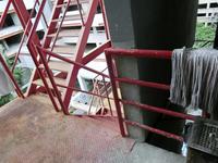 スクンビット・ソイ33の廃墟タワー - イ課長ブログ