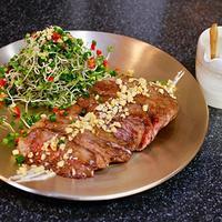 韓国風 松の実ソースのサーロインステーキと、じゃがいもチヂミ - キムチ屋修行の道