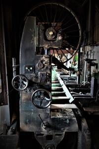 製材機帯鋸 - SOLiD「無垢材セレクトカタログ」/ 材木店・製材所 新発田屋(シバタヤ)