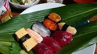 一人御飯も楽しんでね(お寿司です) - 楽しく元気に暮らします(心満たされる生活)