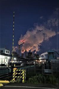 藤田八束の鉄道写真@石巻復興のシンボル日本製紙の夜景、元気に力強さを見せる・・・昼間の姿も素晴らしい、この姿が復興のシンボルだ - 藤田八束の日記