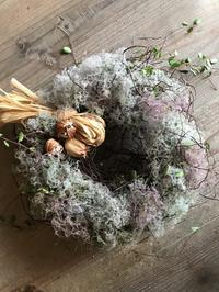 もふもふ可愛いリースつくり「季節のスモークツリーを使って・・・」編 - 納屋Cafe 岡山