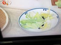 大きめのお皿に1人分のサラダを盛る - 広島幟町 藍染とうつわのセレクトショップ あとりえしおんWEBだより
