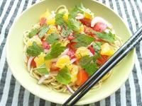 甘夏と鶏ハム、野菜の、柚子胡椒の和風ソースのパスタ - Minha Praia