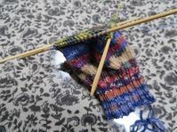 右手袋の編み直しも進んでいます - あれこれ手仕事日記 new!