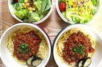 スパゲッティミートソースのお弁当と紫陽花 - オヤコベントウ