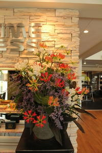 エニタイムフィットネスセンター赤羽北店様へ赤と紫 - 北赤羽花屋ソレイユの日々の花