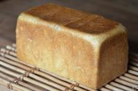 レーズン酵母で角食2斤 - 森の中でパンを楽しむ