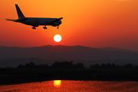 遠き山に陽が落ちて~旭川空港~ - 自由な空と雲と気まぐれと ~from 旭川空港~