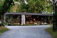 近くの公園のおしゃれなレストラン - 第3の人生