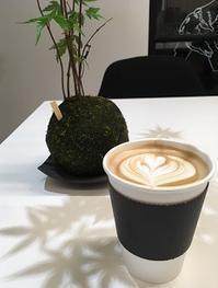街中の路地奥コーヒースタンド - Kyoto Corgi Cafe