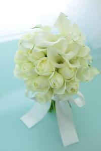 卒花嫁様アルバムクルトゥルハイム大聖堂様へカラーとバラのクラッチブーケ新緑の頃に・・・ - 一会 ウエディングの花