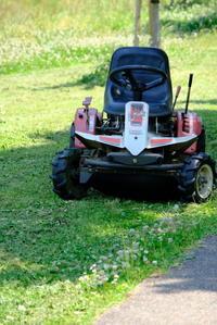 草刈り機 - 平凡な日々の中で